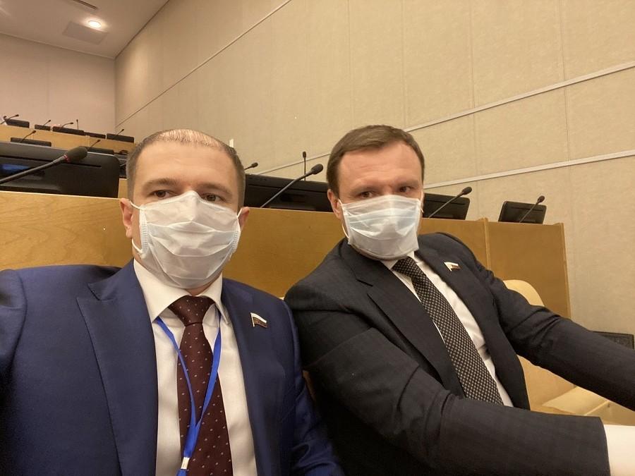О принятых Госдумой законах для поддержки граждан во время эпидемии коронавируса рассказал Михаил Романов