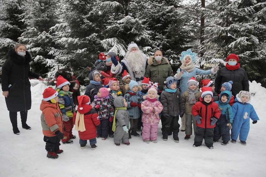 Михаил Романов поздравил с Новым Годом воспитанников Центра содействия семейному воспитанию №15 Фрунзенского района