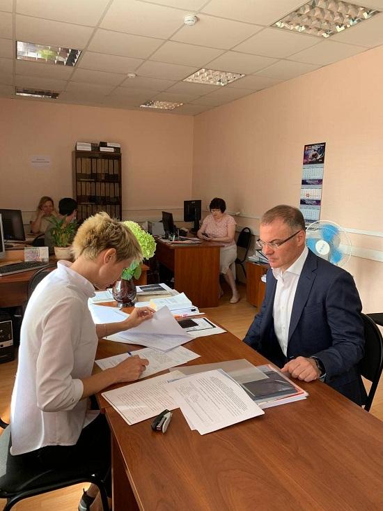 Александр Коган предоставил документы в Серпуховскую окружную избирательную комиссию